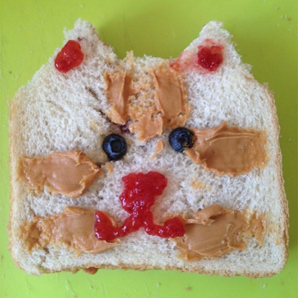 Sandwich that looks like a cat