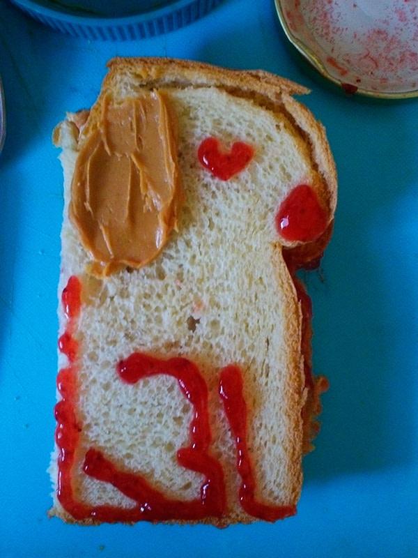 Sandwich that looks like a fru fru doggie